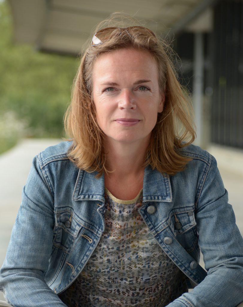 Ghislaine Brongers op perron Hofplein Rotterdam